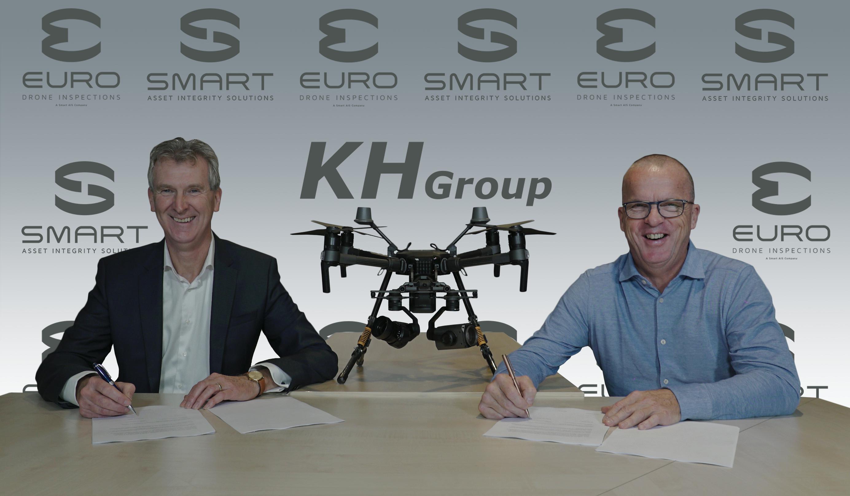 Rick Bijl en Willem Pronk ondertekenen de samenwerkingsovereenkomst tussen KH Engineering en Euro Drone Inspections.